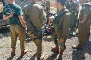 Image of fifteen-year-old Nouf Iqab Abdel-Jabbar Infeiat receiving treatment after being shot by Israeli soldiers on 1 June 2017 [Shehab News Agency]