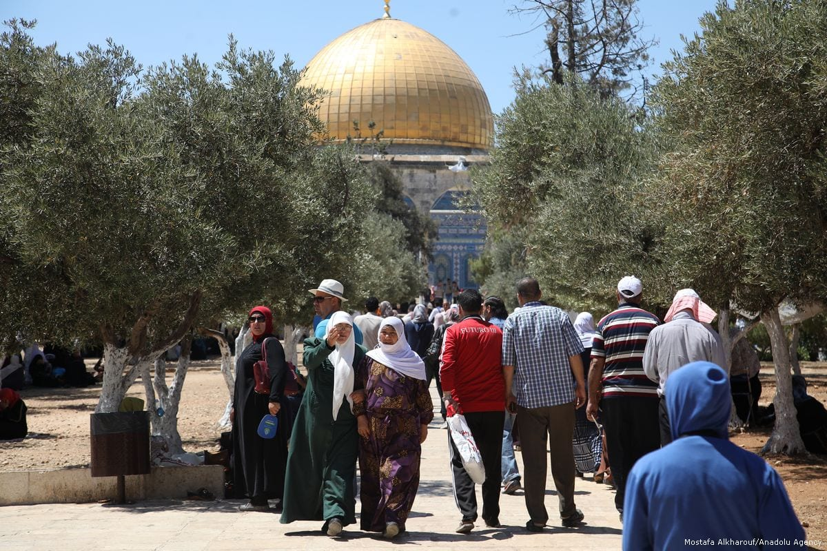 Muslim worshippers arrive at Al-Aqsa Mosque to perform the last Friday Prayer of the fasting month of Ramadan in Jerusalem on 23 June 2017 [Mostafa Alkharouf/Anadolu Agency]