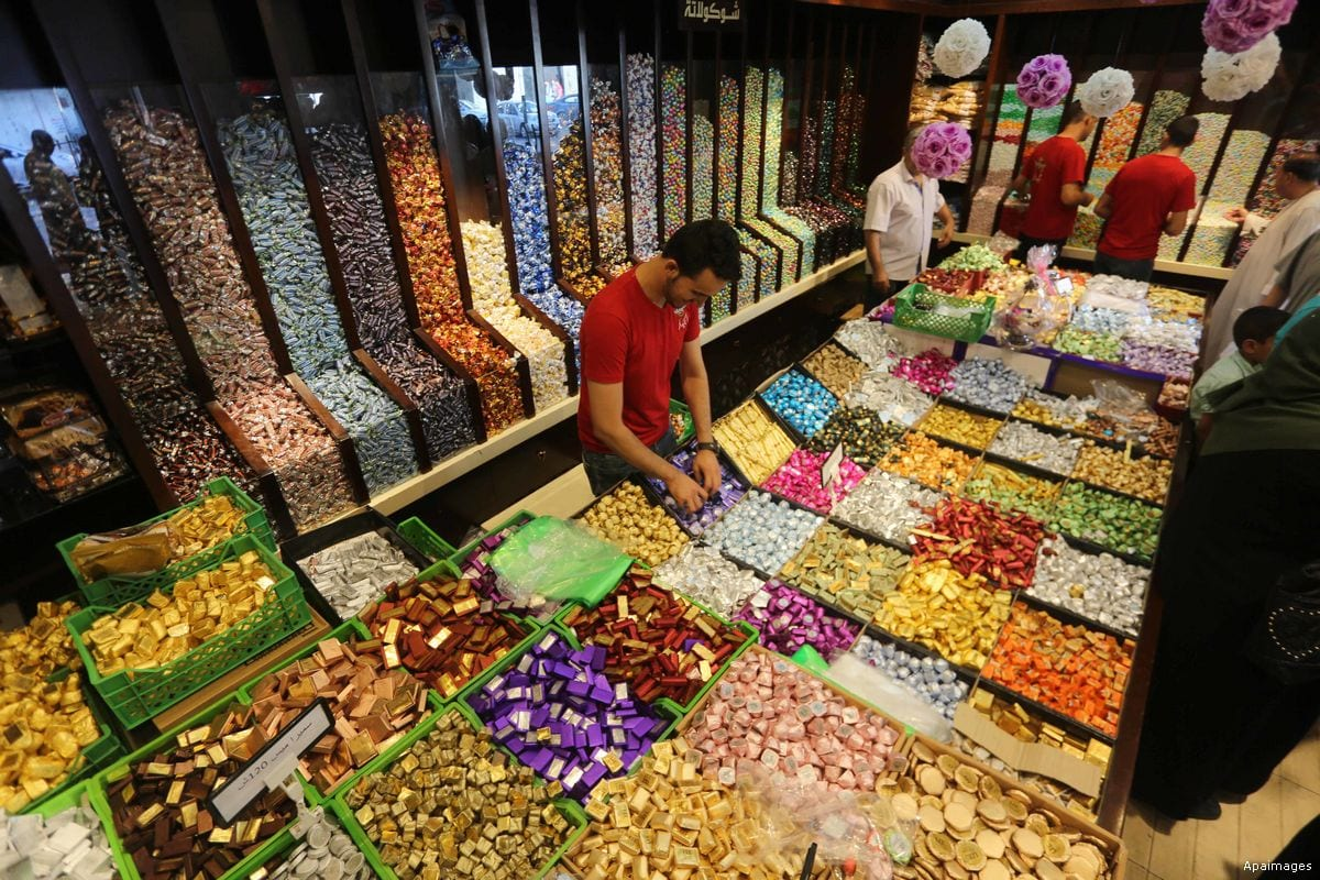 Preparing all the sweets to sell on Eid day! [Anadolu Agency]