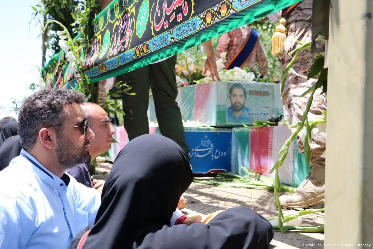 Relatives of the victims of the attacks in Iran's parliament and the shrine of Ayatollah Khomeini mourn during the funeral ceremony in Tehran, Iran on 9 June 2017 [Mustafa Melih Ahıshalı/Anadolu Agency]