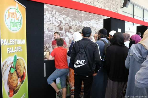 Ticket holders visit the shopping and / stall area of the Palestine Expo. [Image: Jehan Al-Farra / Middle East Monitor]