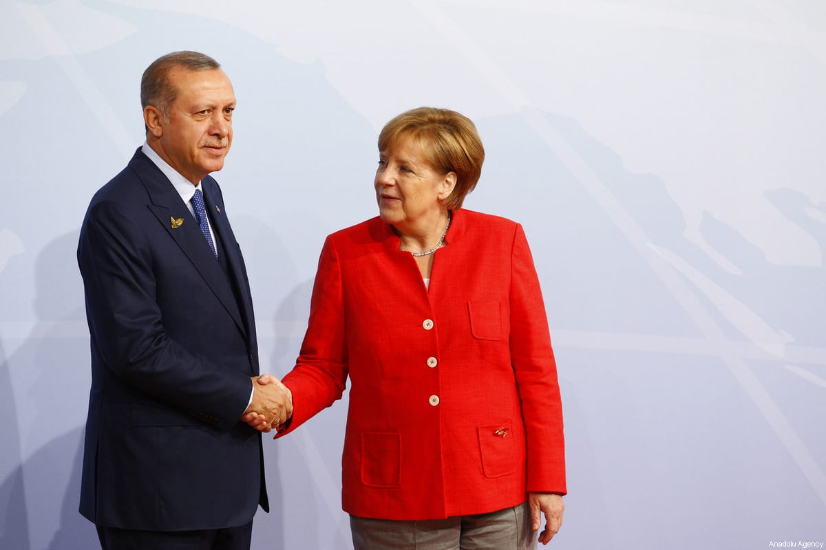 German Chancellor Angela Merkel (R) welcomes Turkish President Recep Tayyip Erdogan (L) for a family photo taking during G20 (Group of 20) leaders' summit in Hamburg, Germany on July 7, 2017 [ Michele Tantussi / Anadolu Agency]