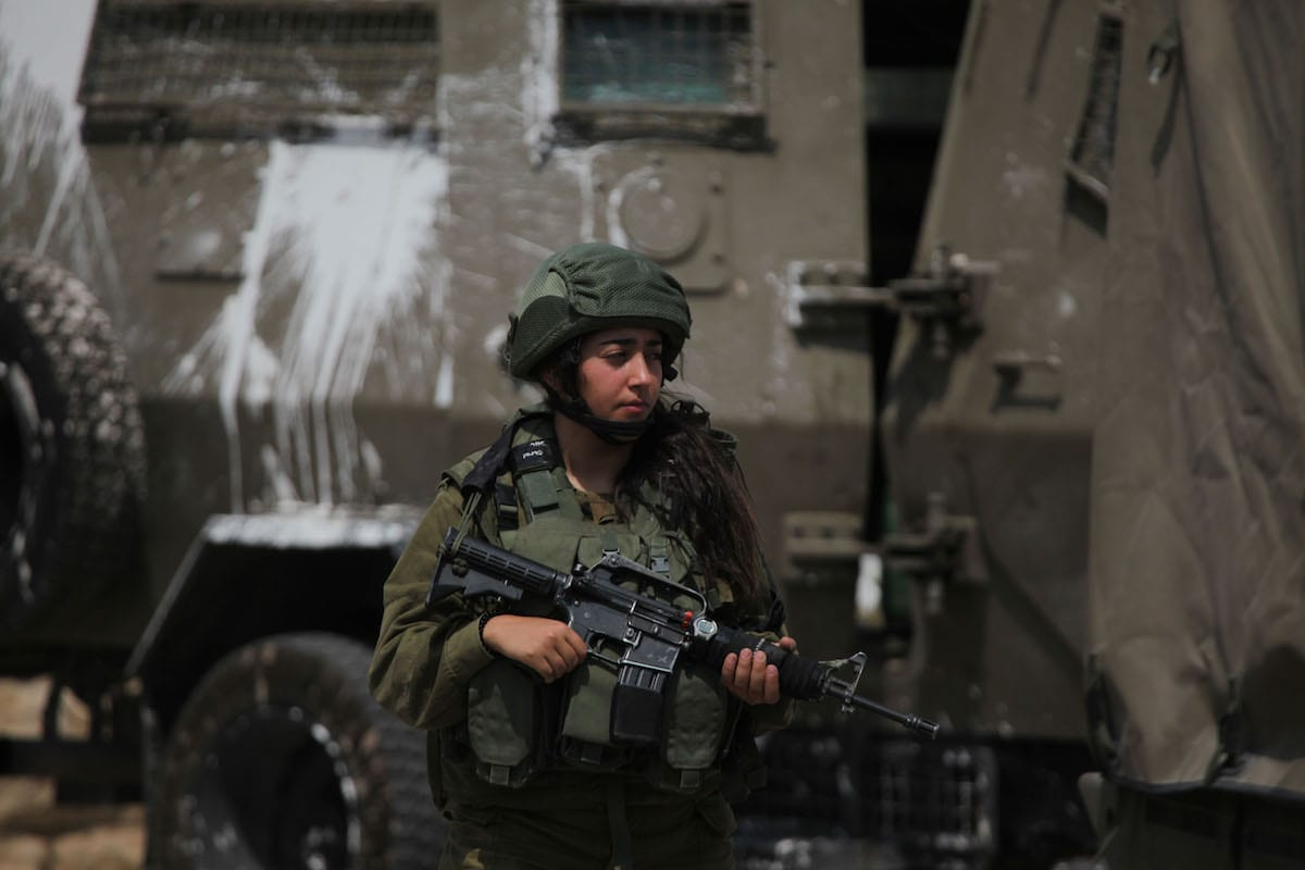 Israeli forces take security measures after a Palestinian, who allegedly attempted was carrying a knife, was killed by Israeli soldiers in in West Bank on 20 July 2017 [Mamoun Wazwaz/Anadolu Agency]
