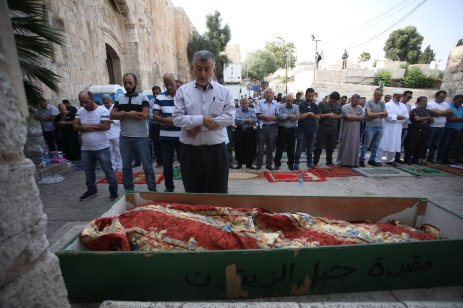 Palestinian worshippers perform a funeral prayer outside Al Aqsa Mosque compound refusing to enter because of the metal detectors installed by Israel in Jerusalem on 20 July 2017 [Mostafa Alkharouf/Anadolu Agency]