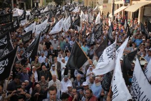 Palestinians stage a protest against Israel's restrictions on the Al-Aqsa Mosque on 20 July 2017 [Mamoun Wazwaz/Anadolu Agency]