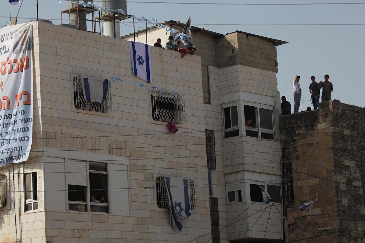 A house with an Israeli flag on it is seen in Hebron, West Bank on 26 July, 201 [Mamoun Wazwaz/Anadolu Agency]
