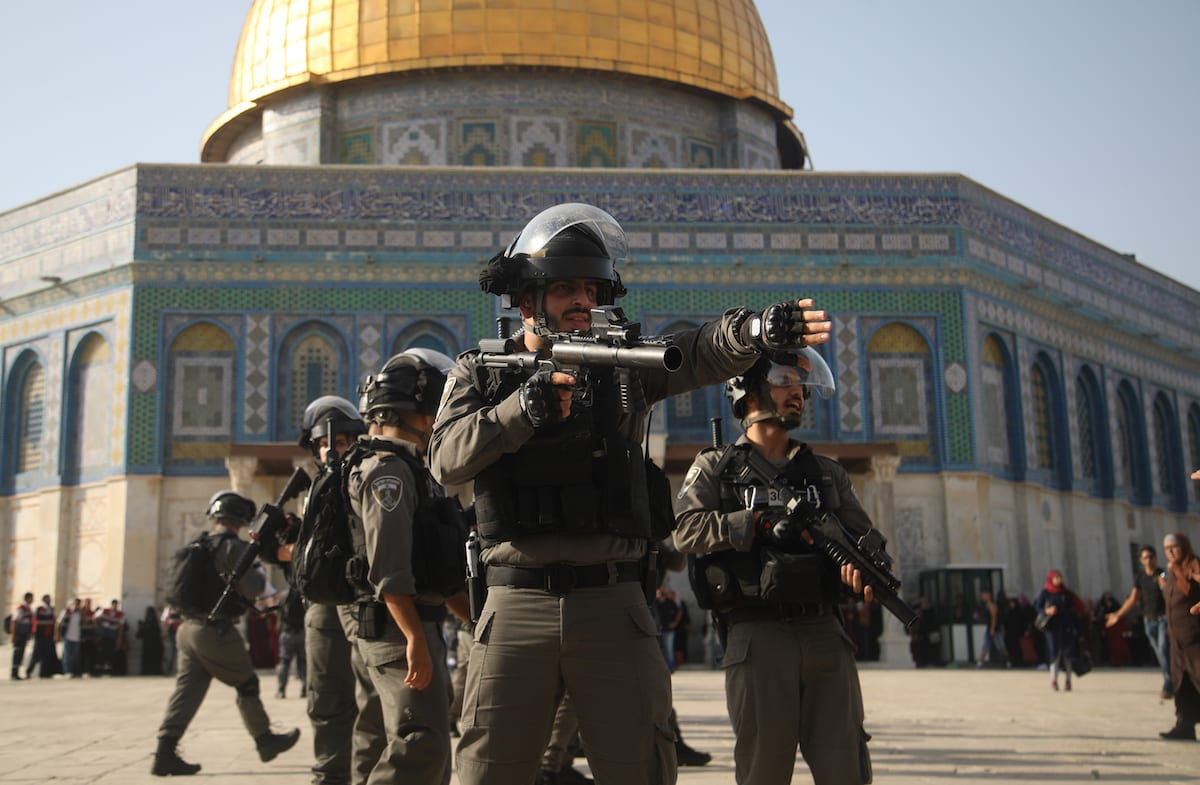 Israeli forces injure Palestinians with tear gas as they gather to enter the Al-Aqsa Mosque following the removal of Israeli security measures in Jerusalem on 27 July 2017 [Mahmoud İbrahem/Anadolu Agency]