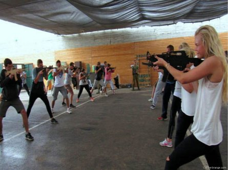 Israel offers tourists the chance to be soldiers [Caliber3range.com]