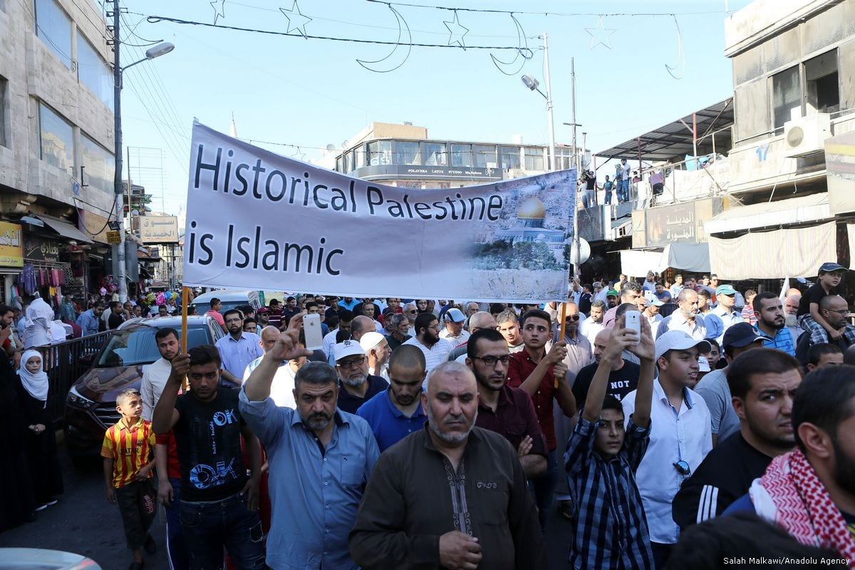 Demonstrators and Organization of Muslim Brotherhood members hold a banner as they attend a protest against the closure of the al-Aqsa Mosque, that Israeli policemen closed to worship, in capital Amman, Jordan on 15 July, 2017 [Salah Malkawi/Anadolu Agency]