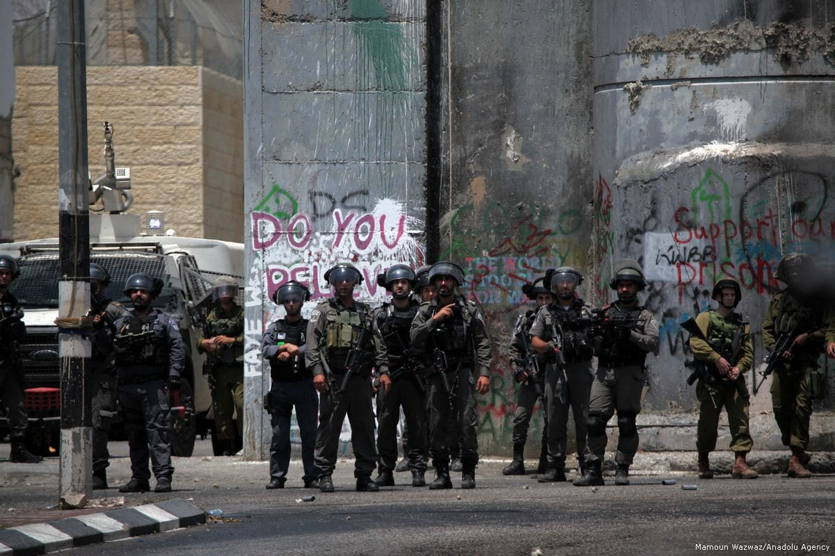 Israeli security forces take security measures as Palestinians stage a demonstration to protest metal detectors installed by Israeli authorities on Al-Aqsa Mosque in Bethlehem, West Bank on 21 July 2017 [Mamoun Wazwaz/Anadolu Agency]