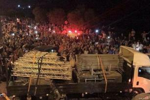 Palestinians celebrate after the iron guardrails were removed from the Al-Aqsa Compound in Jerusalem, on 26 July 2017 [Quds Network]