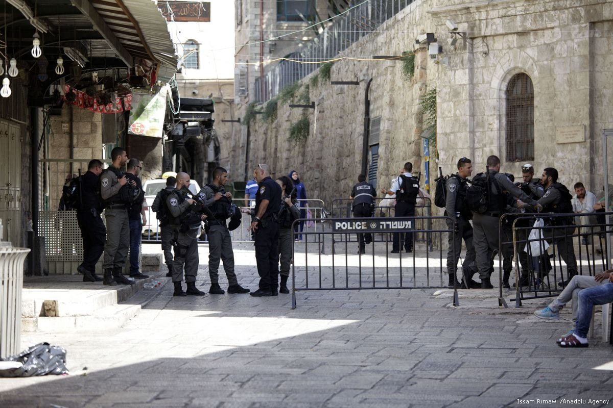 Israeli forces take security measures at Al-Aqsa compound after closing the mosque on 14 July 2017 [Mahmoud Ibrahem/Anadolu Agency]