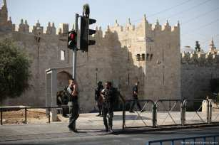 Israeli forces take security measures outside the Al Aqsa compound after Israeli soldiers shot 3 Palestinians who allegedly carried a gun before killed on 14 July 2017 [Mostafa Alkharouf/Anadolu Agency]