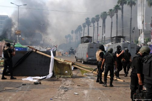 Smoke rises from the clashes between protesters and Egyptian forces [Ahmed Asad/Apaimages]