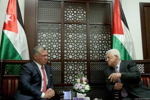 King Abdullah II (L) of Jordan meets with President of Palestine, Mahmoud Abbas (R) at Presidency building in Ramallah, occupied West Bank on 7 August 2017. [Issam Rimawi/Anadolu Agency]