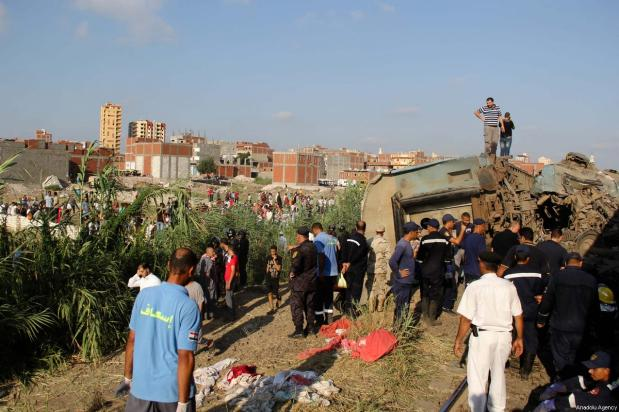 Security forces and people inspect the site after two trains collided in Khorshid district of Alexandria, Egypt on August 11, 2017 [Ahmed Abd Alkawey / Anadolu Agency]