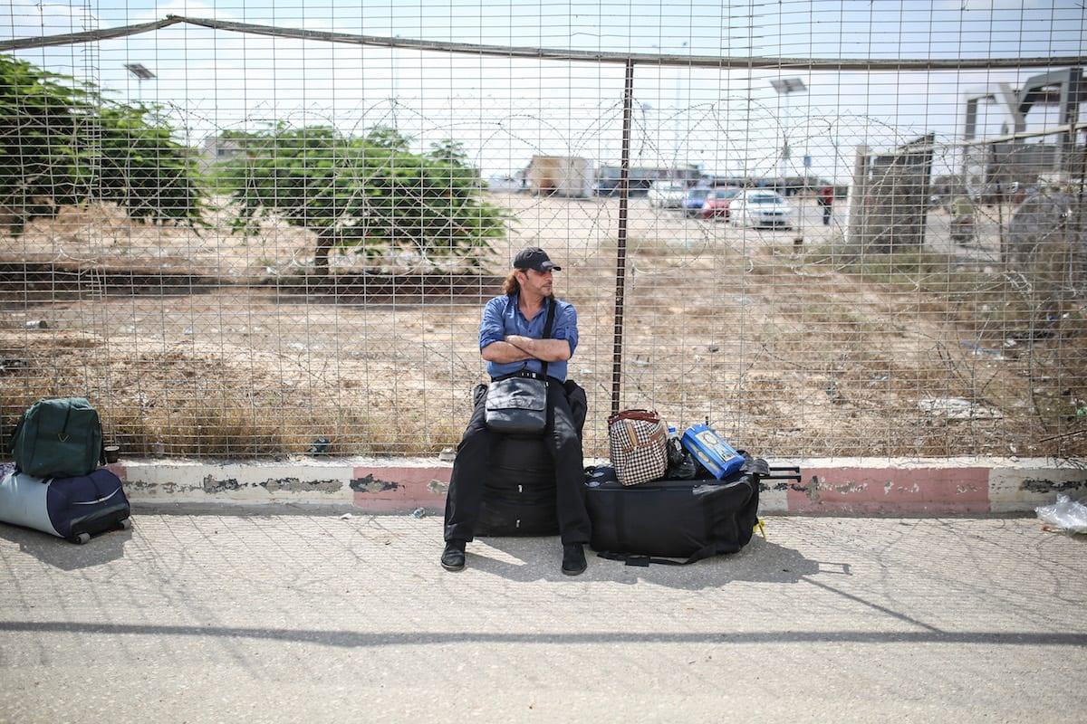 A man waits to cross the Rafah Border with his luggage, in Rafah, Gaza on August 16, 2017. ( Mustafa Hassona - Anadolu Agency )