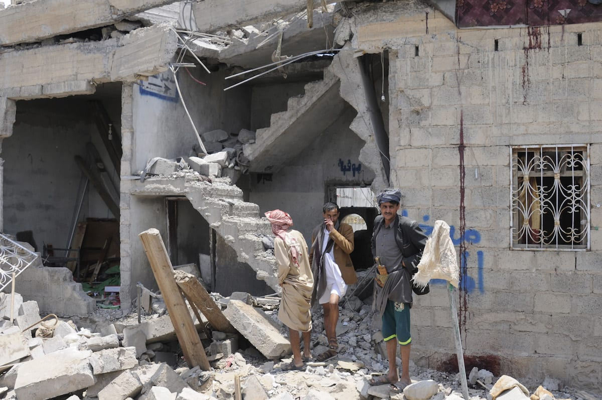 People search for survivors after air strikes were carried by the Saudi-led coalition in Yemen on 23 August 2017 [Mohammed Hamoud/Anadolu Agency]