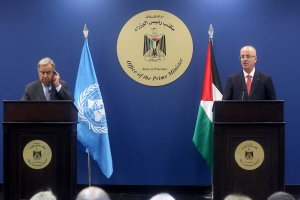 United Nations Secretary General Antonio Guterres holds a joint press conference with Prime Minister of Palestine Rami Hamdallah in Ramallah, West Bank on 29 August 2017 [Issam Rimawi/Anadolu Agency]