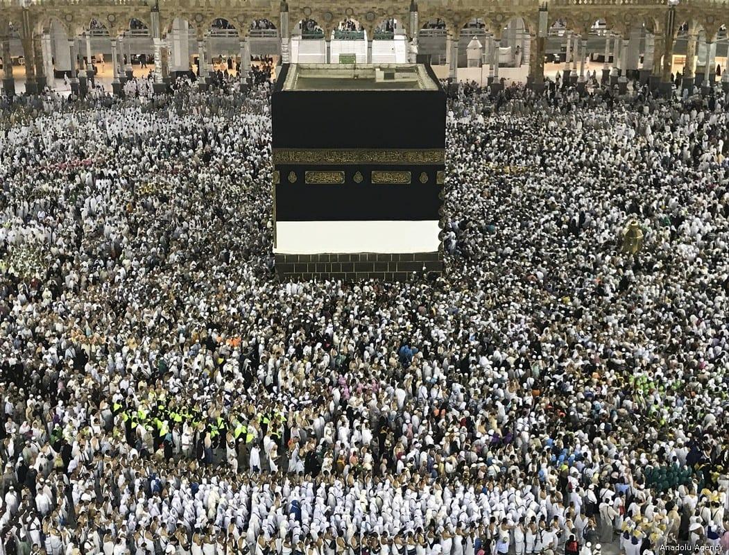 Muslim Hajj pilgrims try to touch Kaaba stone as they circumambulate around the Kaaba, Islam's holiest site, located in the center of the Masjid al-Haram (Grand Mosque) in Mecca, Saudi Arabia on 22 August, 2017 [Fırat Yurdakul/Anadolu Agency]