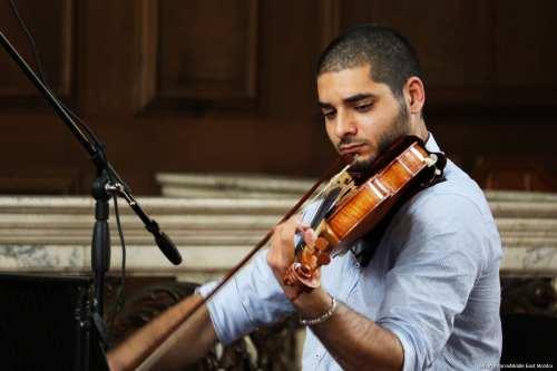 Omar Saad rehearsing ahead of a concert in London [Jehan Alfarra/Middle East Monitor]