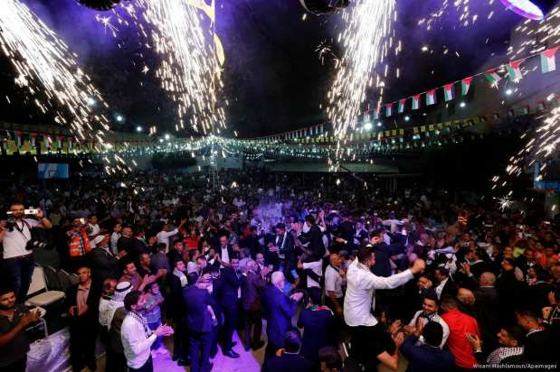 Palestinians dance at a mass wedding in Nablus, West Bank on 10 August 2017 [Wisam Hashlamoun/Apaimages]