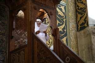 Preacher Sheikh Muhammed Selim Muhammad Ali conducts the Friday sermon, Khutbah, at Al-Aqsa Mosque in Jerusalem on 4 August 2017 [Mostafa Alkharouf/Anadolu Agency]