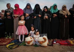 Muslims gather to perform the Eid Al Adha prayer at Es-Saraya Square in Gaza City, Gaza on September 1, 2017. ( Mustafa Hassona - Anadolu Agency )