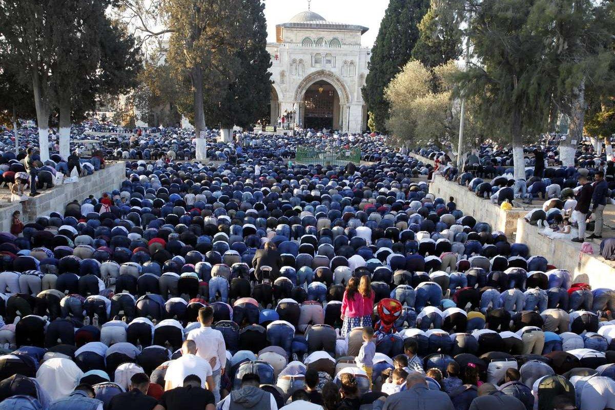 Muslims arrive to perform the Eid Al-Adha (Feast of Sacrifice) prayer at Al-Aqsa compound in Jerusalem on September 01, 2017. ( Mostafa Alkharouf - Anadolu Agency )