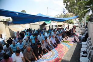Palestinians perform Friday prayers in the Sheikh Jarrah neighbourhood of Jerusalem, an area threatened with eviction on 15 September 2017 [Mostafa Alkharouf/Anadolu Agency]