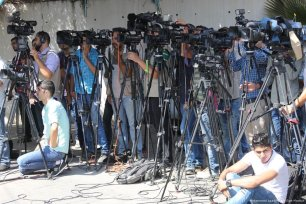 Journalists attend a press conference as the UN Special Coordinator for the Middle East Peace Process, Nikolai Mladenov delivers a speech on the crisis in Gaza on 25 September 2017 [Mohammed Asad/Middle East Monitor]