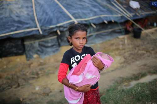 Rohingya refugee children are seen at a makeshift refugee camp in Cox's Bazar, Bangladesh on September 24, 2017 [Zakir Hossain Chowdhury / Anadolu Agency]