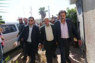 Nazmi Muhanna, general director of the Palestinian Crossing and Borders Authority, arrives to the Gaza Strip on 16 October 2017 [Mohammed Asad/Middle East Monitor]