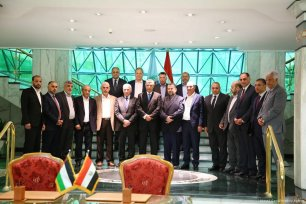 Palestinian Fatah movement leader Azzam Al-Ahmad (6th L) and Deputy Chairman of the Movement's Political Bureau Saleh Al-Arouri (7th L) pose for a photo with head of Egyptian Intelligence Service Khaled Fawzy (8th R) after signing the reconciliation agreement in Cairo, Egypt on 12 October 2017 [Ahmed Gamil/Anadolu Agency]