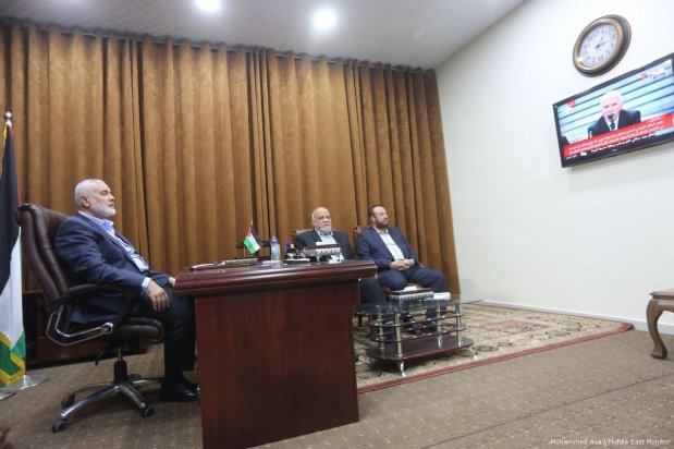 Hamas and Fatah delegations in Cairo, Egypt on 12 October 2017 [Mohammed Asad/Middle East Monitor]