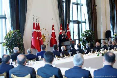 Turkish President Recep Tayyip Erdogan delivers a speech during his meeting with the governors at Presidential Complex in Ankara, Turkey on 12 October 2017 [Turkish Presidency/Yasin Bulbul/ Anadolu Agency]