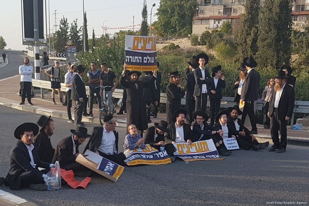 A group of Ultra Orthodox Jews stage a protest against the compulsory military service in Jerusalem, Israel on 19 October 2017 [İsrail Polisi - Handout/Anadolu Agency]