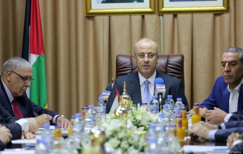 Palestinian Prime Minister Rami Hamdallah makes a speech during the first cabinet meeting in Gaza since unity government was established in 2014, in Gaza City, Gaza on 3 October 2017 [Presidency Handout/Anadolu Agency]