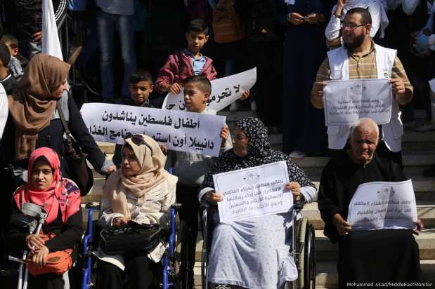 Gazans protest against WFP decision to stop food aid [Mohammed Asad/MiddleEastMonitor]