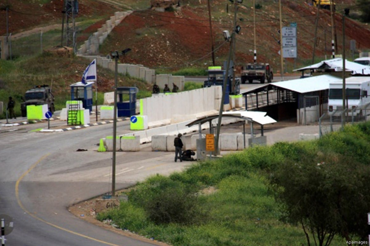 Israeli military checkpoint at the outskirts of the Jordan valley [Apaimages]