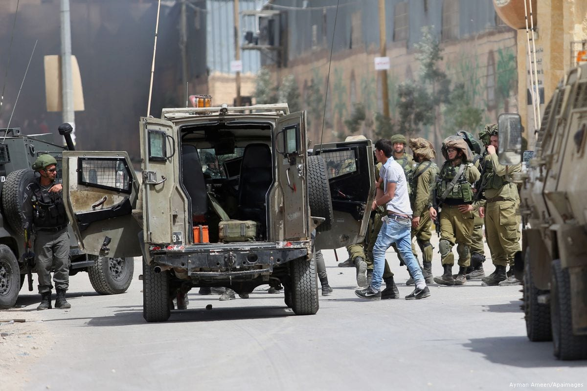 Israeli soldiers can be seen arresting Palestinians in Nablus, West Bank [Ayman Ameen/Apaimages]