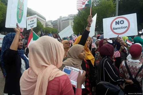 Protesters demonstrate against the US sanctions on Sudan on 19 September 2017 [#jomo~I.M.J/Twitter]