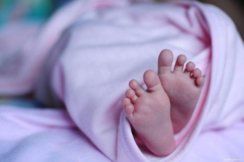 Newborn baby [GoodFreePhotos]