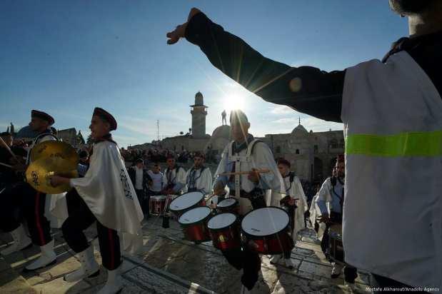 Palestinians celebrate Mawlid al-Nabi, the birth anniversary of the beloved Prophet Mohammad in Jerusalem on 30 November 2017 [Mostafa Alkharouf/Anadolu Agency]