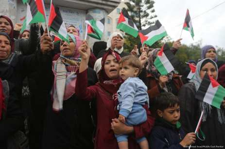 Palestinians demonstrate against Trump's decision to move the US embassy from Tel Aviv to Jerusalem on 6 December 2017 [Mohammed Asad/Middle East Monitor]