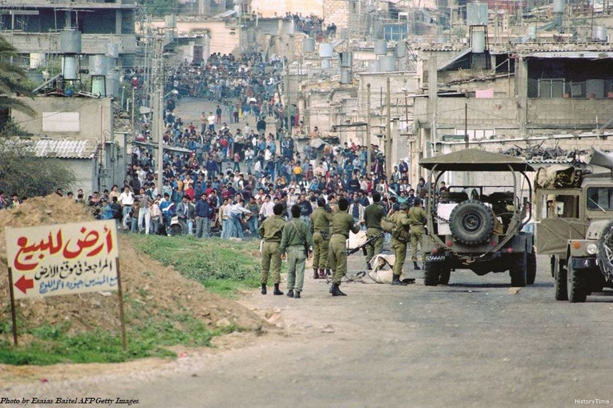 Clashes been Israeli forces and Palestinians can be seen during the First Intifada [HistoryTime/Twitter]