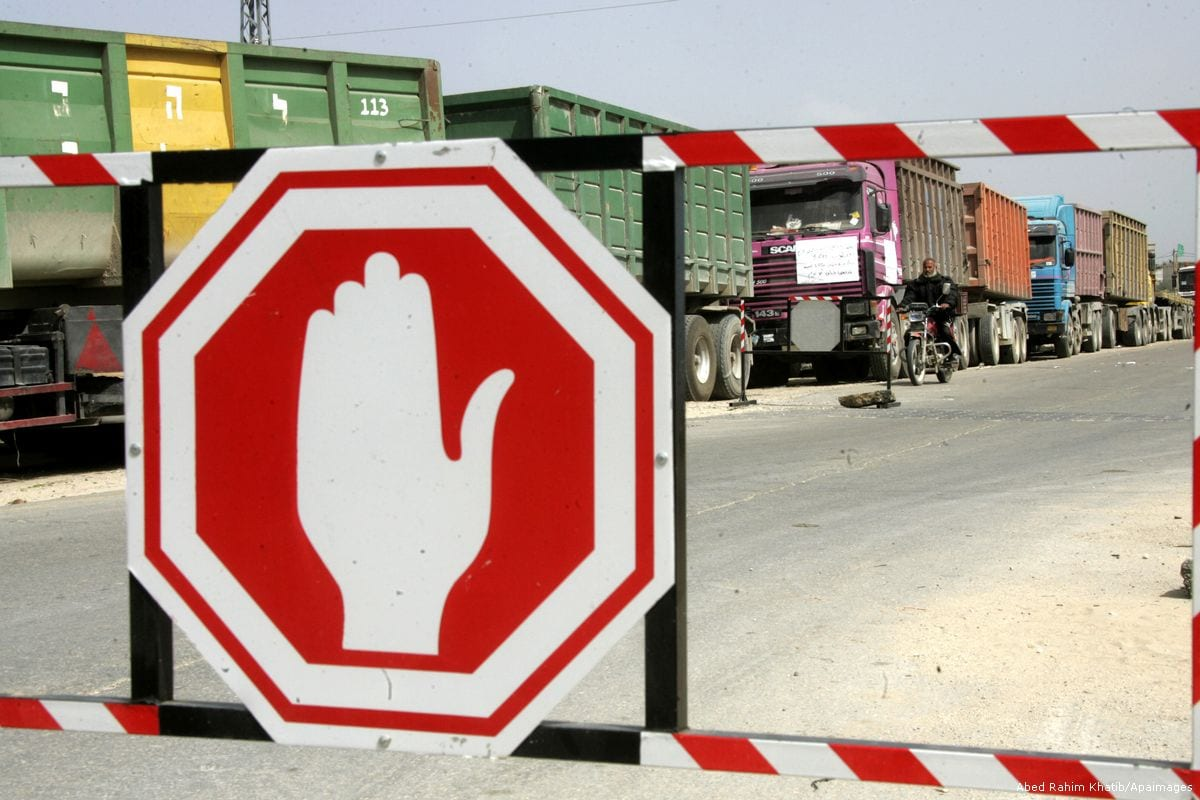 Palestinians stop with their lorries near the Israeli crossing Kerem Shalom [Abed Rahim Khatib/Apaimages]
