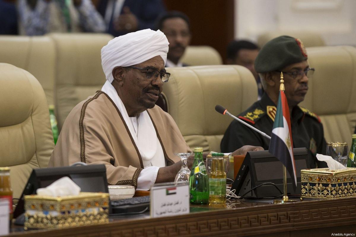 President of Sudan Omar Al-Bashir (L) seen during a meeting with a Turkish delegaiton in Khartoum, Sudan on December 24, 2017 [Binnur Ege Gürün / Anadolu Agency]