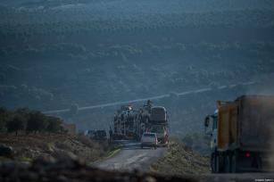 Free Syrian Army units head towards the areas, held by PYD/PKK, on January 20, 2018 in Kilis, Turkey [Kerem Kocalar / Anadolu Agency]