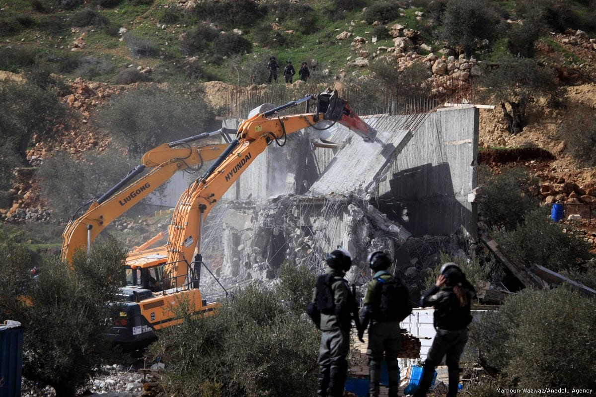 Bulldozers demolish two buildings belonging to Palestinians in the West Bank on 29 January 2018 [Mamoun Wazwaz / Anadolu Agency]